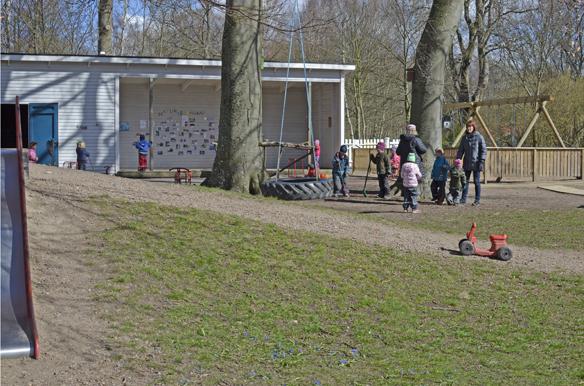 Barnen spelar bandy